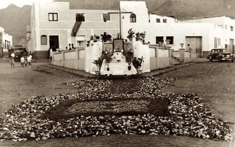 La Plazoleta (Plaza de Los Caídos)  de la novela El valle de los espejos rotos